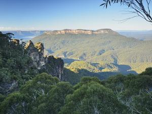 The Three Sisters and Mount Solitary, Blue Mountains, Blue Mountains National Park, Nsw, Australia by Jochen Schlenker