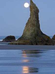Moon Setting on Bandon Beach, Oregon, USA by Joe Restuccia III