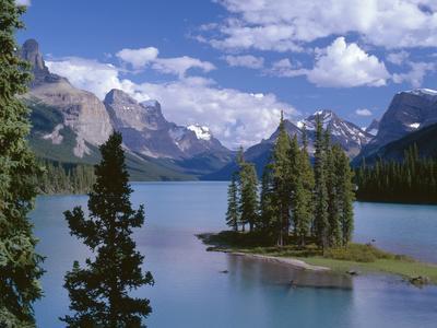 Canada, Alberta, Jasper National Park, Spirit Island and Maligne Lake