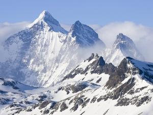 Snowy Mountains of Allardyce Range by John Eastcott & Yva Momatiuk