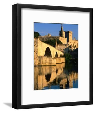 Pont Saint Benezet (Le Pont d' Avignon) on Rhone River, Avignon, France
