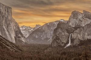 USA, California, Yosemite, Tunnel View by John Ford