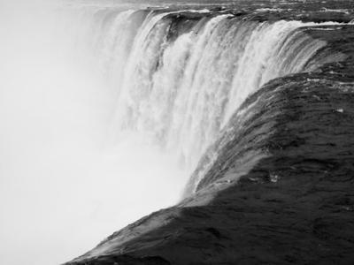 Niagara Falls BW