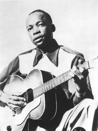 https://imgc.artprintimages.com/img/print/john-lee-hooker-1917-2001-american-blues-guitarist-here-in-1947_u-l-pwgim70.jpg?p=0