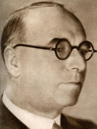 https://imgc.artprintimages.com/img/print/john-maxwell-chairman-and-managing-director-of-british-international-pictures-1933_u-l-ptwbre0.jpg?p=0