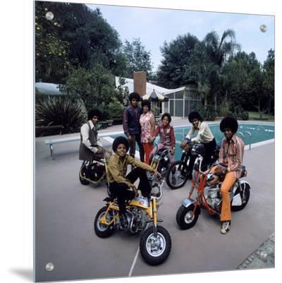 Pop Group Jackson Five: Jackie, Parents Joe and Katherine, Marlon, Tito, Jermaine and Michael