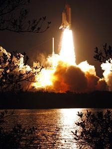Space Shuttle by John Raoux