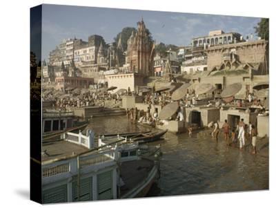 Hindu Pilgrims Wash Away Sins in the Ganges