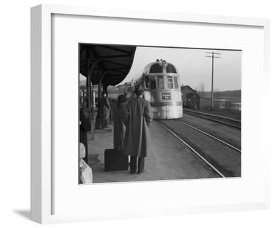 The Burlington Zephyr, East Dubuque, Illinois, c.1940
