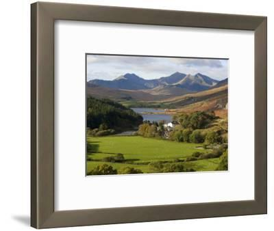 Uk, North Wales, Snowdonia; the Snowdon Horseshoe Rises Above Llyn Mymbr