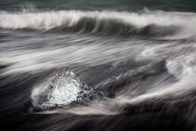 https://imgc.artprintimages.com/img/print/jokulsarlon-iceland-polar-regions_u-l-q12qtwc0.jpg?artPerspective=n