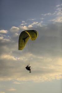 Draper, Utah. Tandem double para-glider jumpers by Jolly Sienda