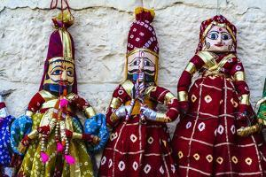 Jaisalmer, Rajasthan, India. Mughal paper mache dolls and puppets. by Jolly Sienda