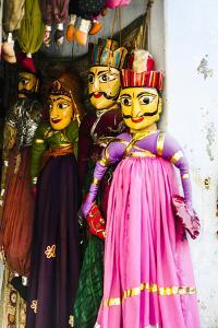 Udaipur, Rajasthan, India. Male and female India toy puppets. by Jolly Sienda