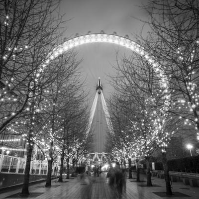 London Eye (Millennium Wheel), South Bank, London, England by Jon Arnold