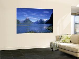Milford Sound, Fjordland, South Island, New Zealand by Jon Arnold