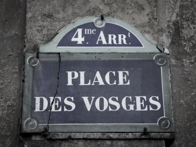Place Des Vosges, Marais District, Paris, France