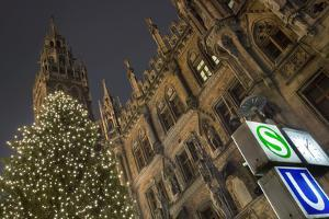 Christmas Tree at Neues Rathaus in Munich by Jon Hicks