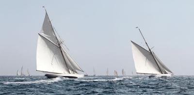 Sailing South by Jorge Llovet