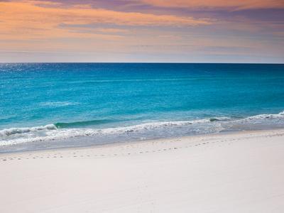 Calm White Pensacola Beach Vacation Spot