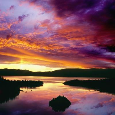 USA, California, Lake Tahoe at dawn