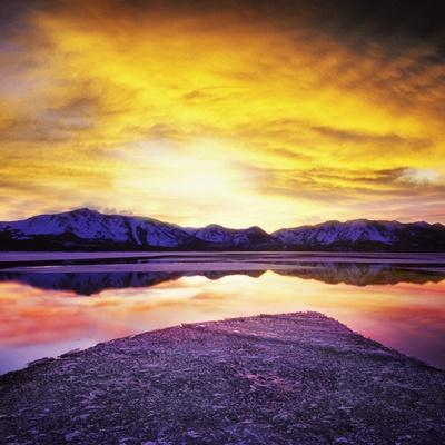 USA, California, Lake Tahoe at sunset