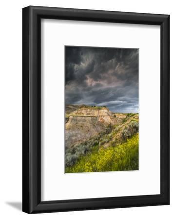 North Dakota, Theodore Roosevelt National Park, Thunderstorm Approach on the Dakota Prairie