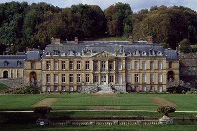 Facade of Dampierre Castle