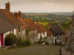 Gold Hill, Shaftesbury, Dorset, England, United Kingdom, Europe by Julian Elliott