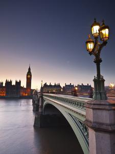 Looking across the River Thames Towards the Houses of Parliament and Westminster Bridge, London, En by Julian Elliott