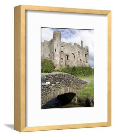 Castle and Footbridge, Laugharne, Carmarthenshire, South Wales, Wales, United Kingdom, Europe