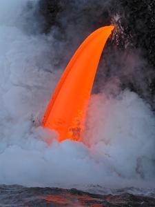 USA, Hawaii, Big Island. Lava from the Big Island's Pu'u O'o eruption. by Julie Eggers