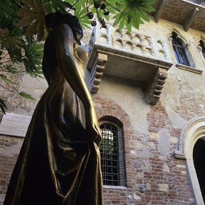 Juliet's Balcony and Statue, Verona, UNESCO World Heritage Site, Veneto, Italy, Europe-Stuart Black-Photographic Print
