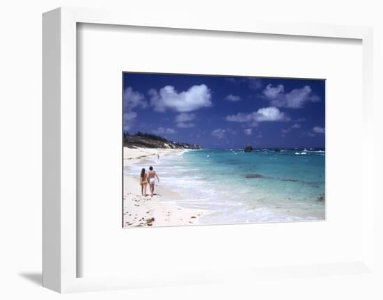 July 1973: Couple Walking on the Beach, Bermuda-Alfred Eisenstaedt-Framed Photographic Print