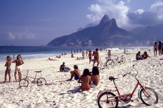 July 1973: Ipanema Beach, Rio De Janeiro-Alfred Eisenstaedt-Photographic Print