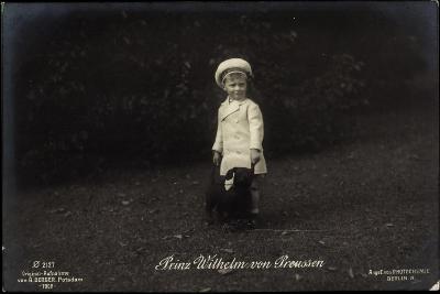 Junger Prinz Wilhelm Von Preußen Mit Dackel, Photochemie 2127--Giclee Print