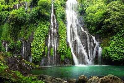 https://imgc.artprintimages.com/img/print/jungle-waterfall-cascade-in-tropical-rainforest-with-rock-and-turquoise-blue-pond-its-name-banyuma_u-l-q1gx2w30.jpg?p=0
