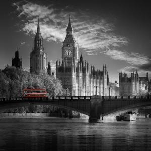 London Bus IV by Jurek Nems