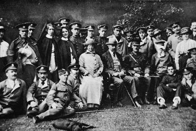 K. of K. Plays the Host: Lord Kitchener Entertains a Number of Wounded Soldiers at Broome Park--Photographic Print