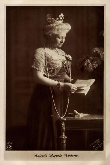 Kaiserin Auguste Viktoria, Perlenkette, Npg 4606--Giclee Print