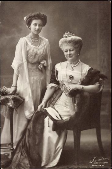Kaiserin Auguste Viktoria, Prinzessin Viktoria Luise--Giclee Print