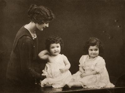 Kakoo with Her Daughters Ursula and Isobel--Photographic Print