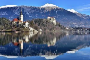 Lake Bled with Santa Maria Church (Church of Assumption), Gorenjska, Julian Alps, Slovenia, Europe by Karen Deakin