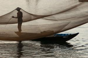 Fishing in the Hoi an River by Karen Kasmauski