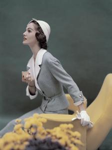 Vogue - March 1957 by Karen Radkai