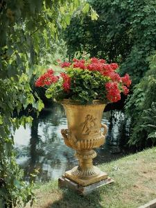 Flower Vase in the Courtyard of Charlottenhof Palace by Karl Friedrich Schinkel