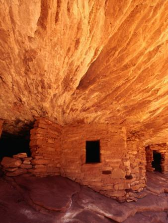 Ancestral Puebloan Cliff Dwellings at House on Fire Ruin in Mule Canyon, Cedar Mesa