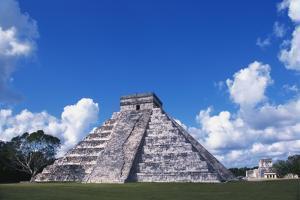 El Castillo, Chichen Itza, Yucatan, Mexico by Ken Gillham