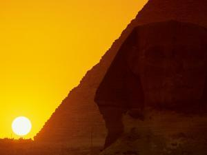 Sunset at the Pyramid of Khafre and Sphinx at Giza, 4th Dynasty, Old Kingdom, Egypt by Kenneth Garrett