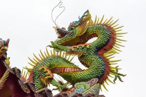 Dragon decoration on the roof in Lingxing Temple, Shibawang Gong Miao, Kaohsiung, Taiwan by Keren Su